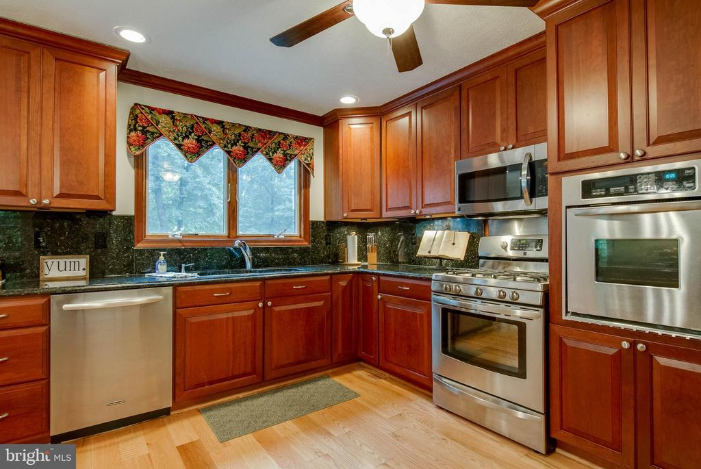 Enjoy the view out the window while doing dishes. - 98 WATEREDGE LN, FREDERICKSBURG
