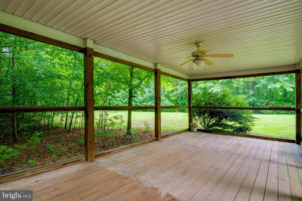 Huge outdoor space protected from elements! - 98 WATEREDGE LN, FREDERICKSBURG