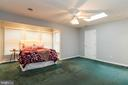 Large bedroom with skylight - 98 WATEREDGE LN, FREDERICKSBURG