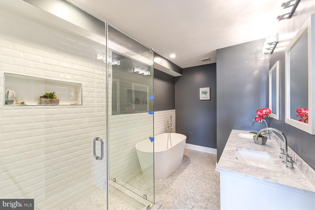 Master Bath - 834 DELAFIELD PL NW, WASHINGTON