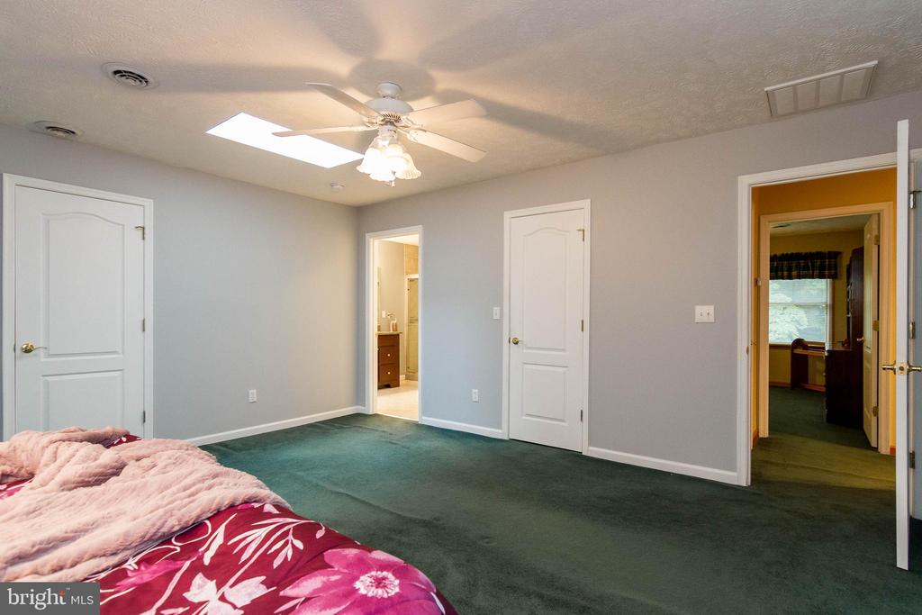 All bedrooms have ceiling fans for comfort - 98 WATEREDGE LN, FREDERICKSBURG