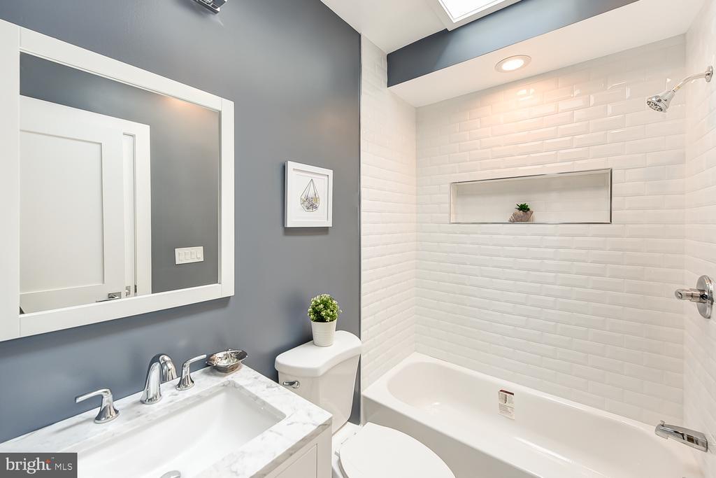 Second Bath - 834 DELAFIELD PL NW, WASHINGTON