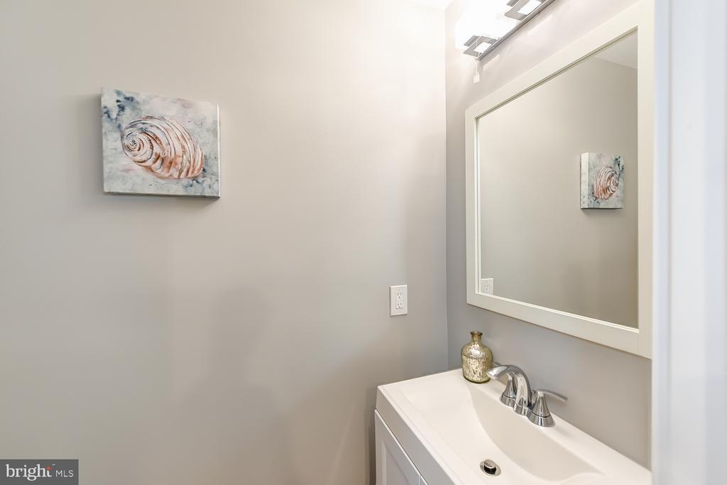 Powder Room - 834 DELAFIELD PL NW, WASHINGTON