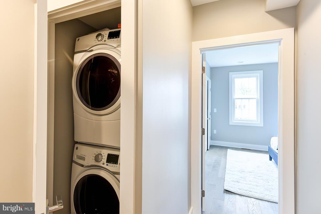 Bedroom Level Hallway Laundry - 834 DELAFIELD PL NW, WASHINGTON