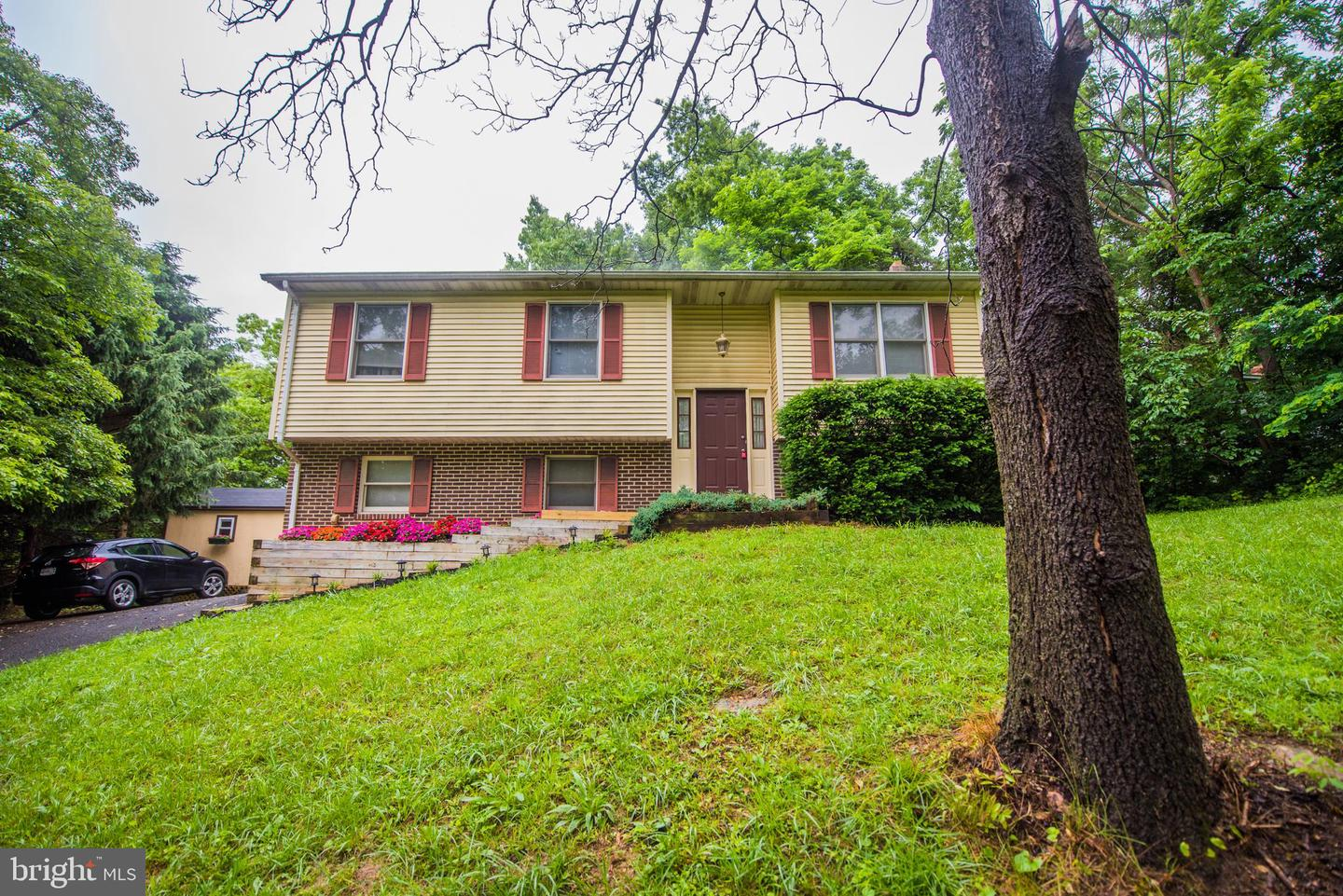 Single Family for Sale at 111 Paw Paw Dr Front Royal, Virginia 22630 United States