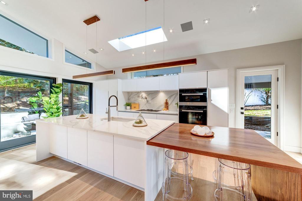 Bright Designer Kitchen - 2908 ELLICOTT ST NW, WASHINGTON