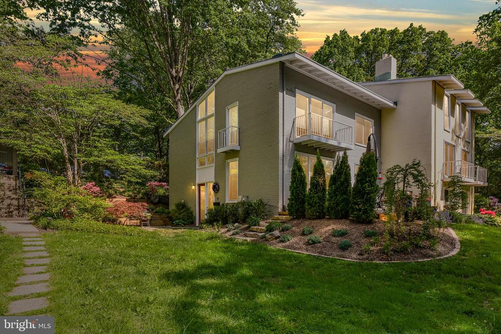 MLS VAFX1069516 in RESTON/WATERVIEW