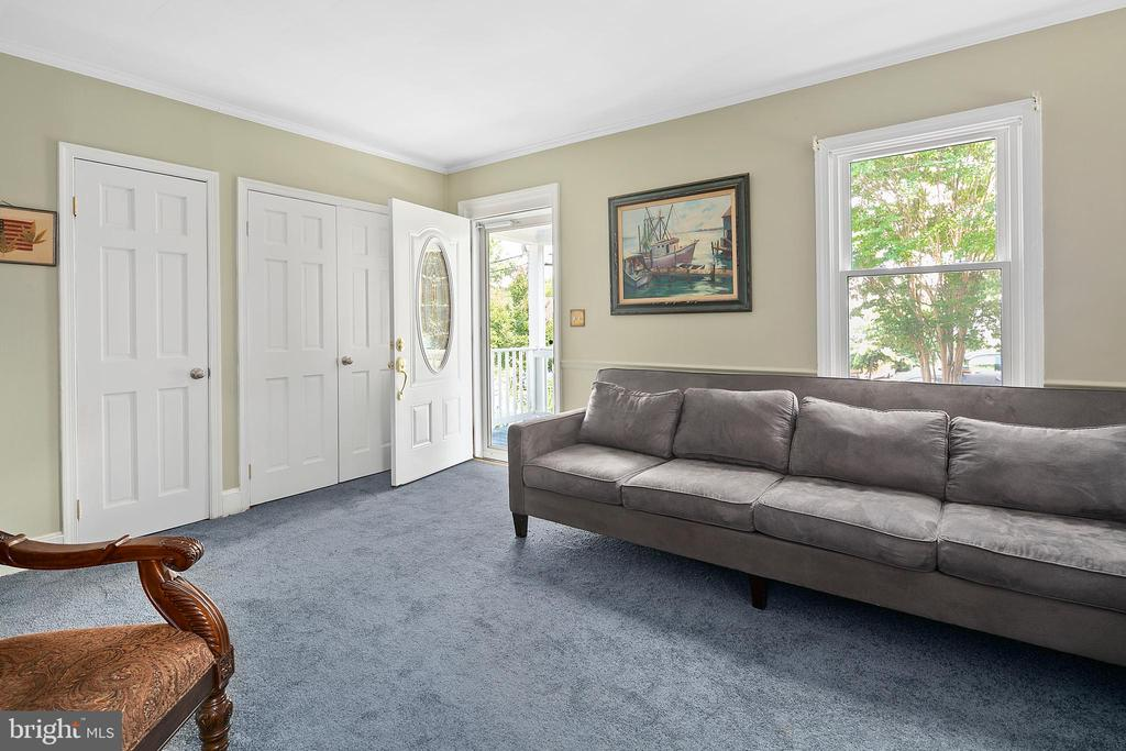 Sunny living room with 2 walk large closets. - 3109 13TH ST S, ARLINGTON