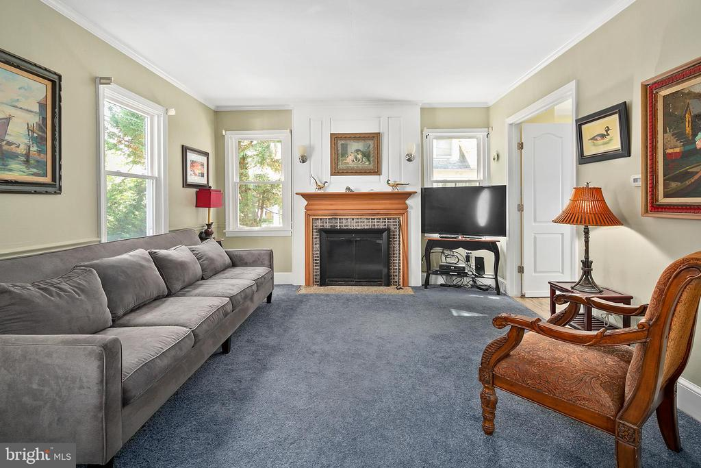 Updated carpet and Paint - 3109 13TH ST S, ARLINGTON
