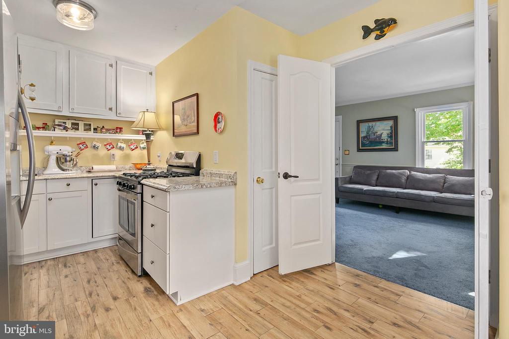Updated stainless appliances - 3109 13TH ST S, ARLINGTON