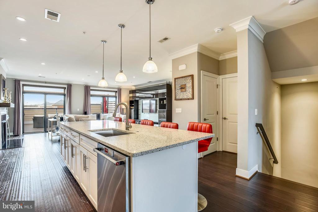 - 43537 MICHIGAN SQ, LEESBURG