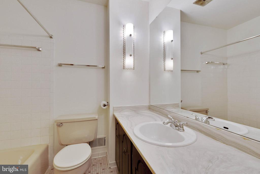 Hall Bath - 8301 CURRY PL, ADELPHI