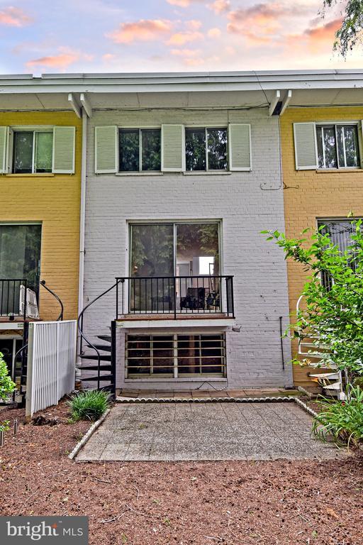 Exterior Back/ patio - 857 3RD ST SW #104, WASHINGTON
