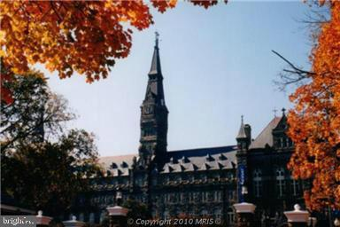 NEAR BY GEORGETOWN & GEORGE WASHINGTON UNIVERSITY - 1021 ARLINGTON BLVD #1142, ARLINGTON