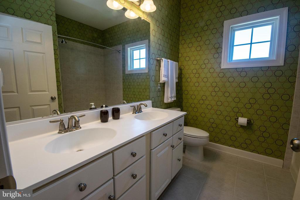 upstairs Hall Bathroom - 1304 PRESERVE LN, FREDERICKSBURG