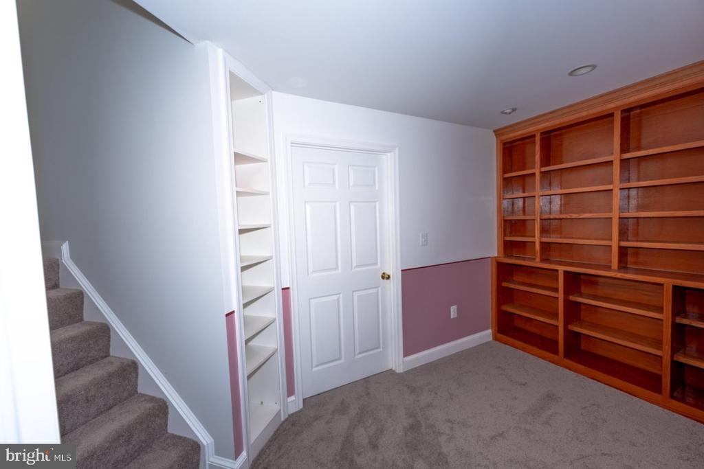 Basement - Custom Bookcases - 13524 LITZA WAY, WOODBRIDGE