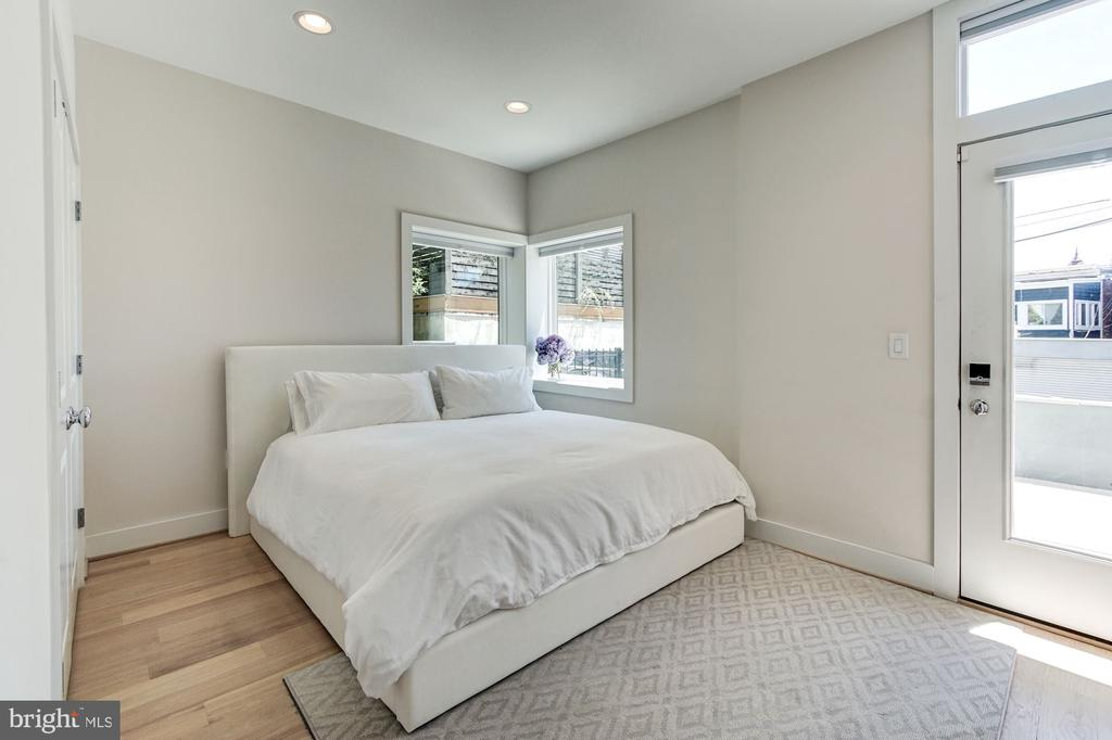 Bright &  Airy Owner Suite (w/ Oversized King Bed) - 1352 QUINCY ST NW #1, WASHINGTON