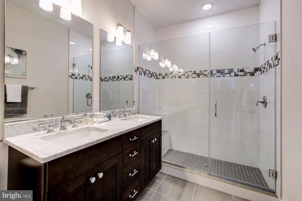 Luxe Owner's Bath - 1352 QUINCY ST NW #1, WASHINGTON