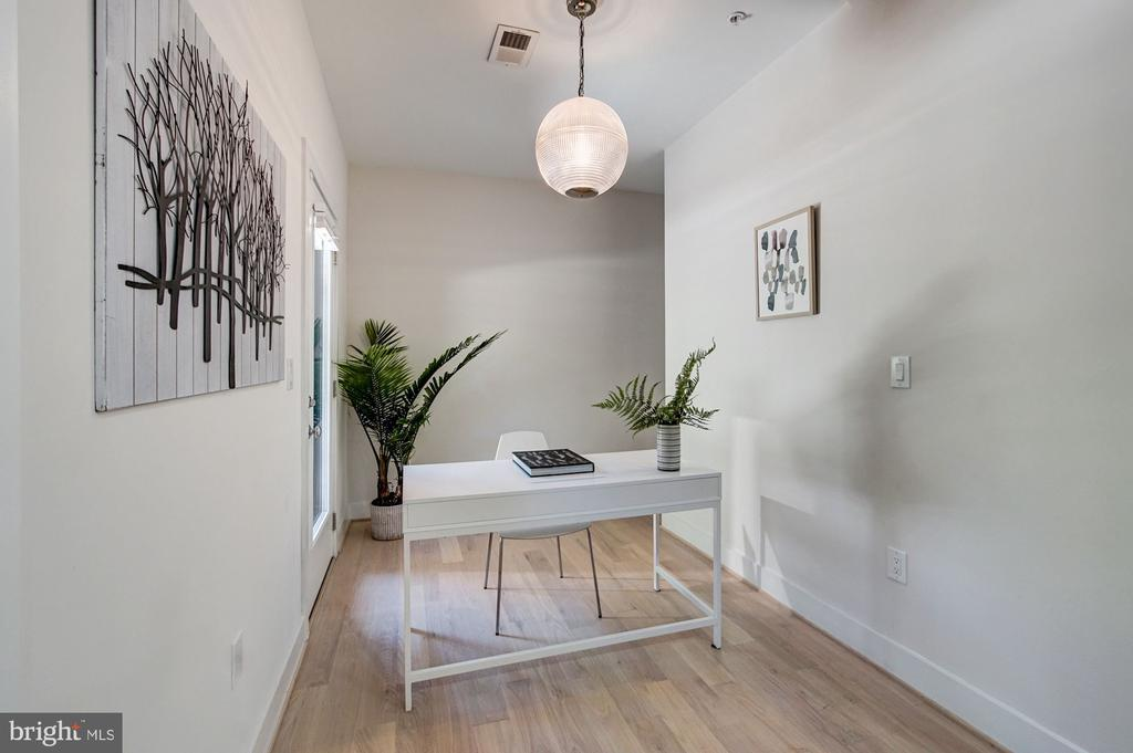 Den or Home Office w/ Side Entrance - 1352 QUINCY ST NW #1, WASHINGTON