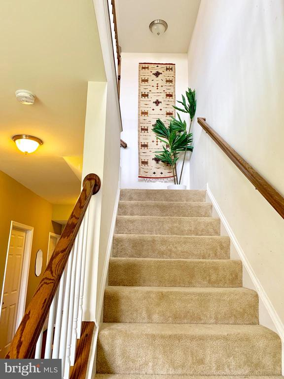 Stairwell to second level - 9009 BELO GATE DR, MANASSAS PARK