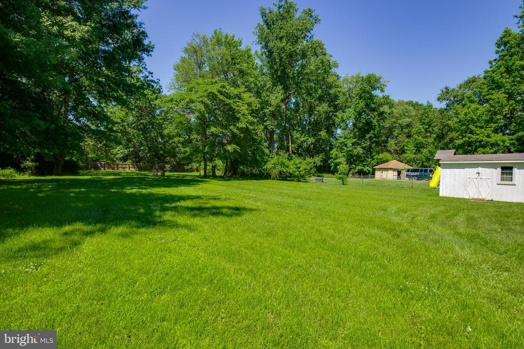 Property line goes all the way back to fence! - 5500 ODELL RD, BELTSVILLE