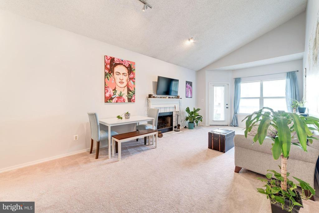 Living Room - Extra Large Windows - 4404 HELMSFORD LN #203, FAIRFAX