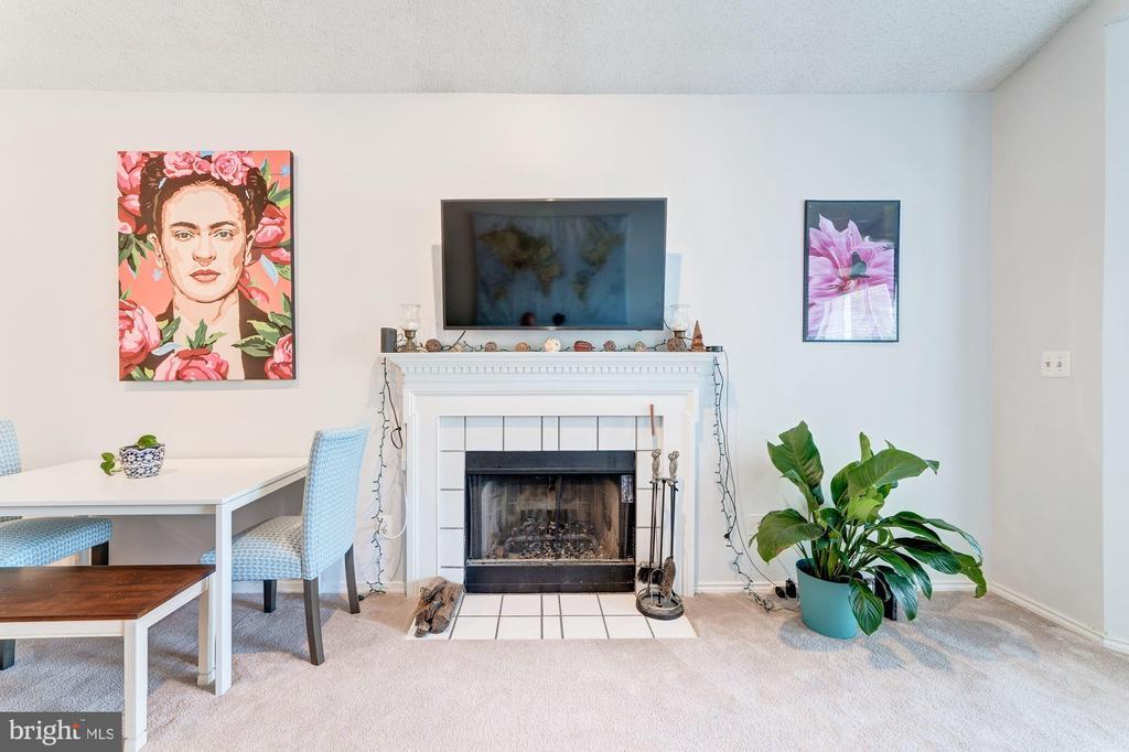Living Room - 4404 HELMSFORD LN #203, FAIRFAX