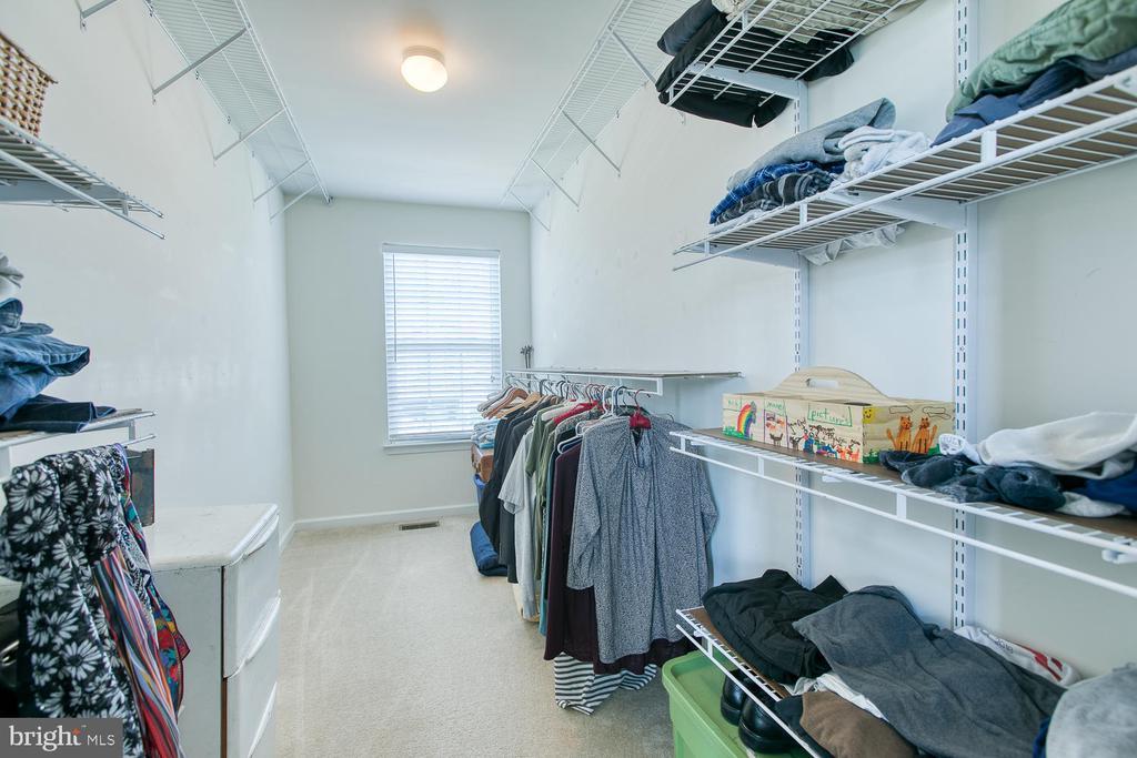 Huge master closet! - 16 WILDWOOD PL, FREDERICKSBURG