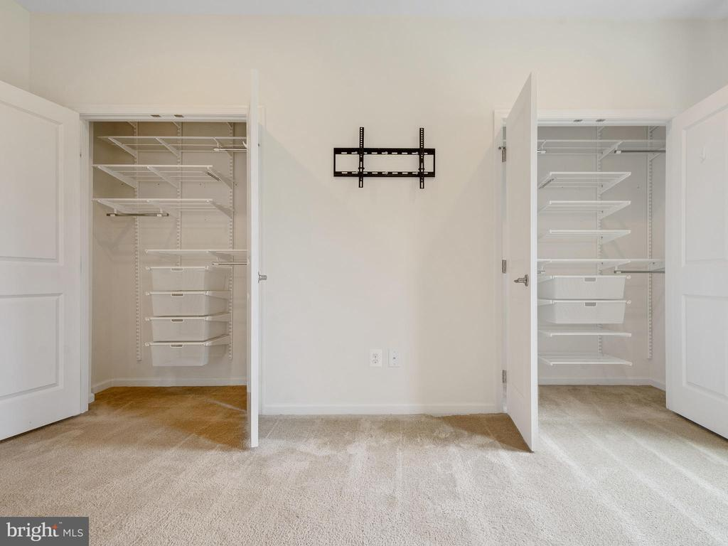 MASTER BEDROOM BUILT IN CLOSET  AND TV WALL MOUNT - 3433 10TH PL SE, WASHINGTON