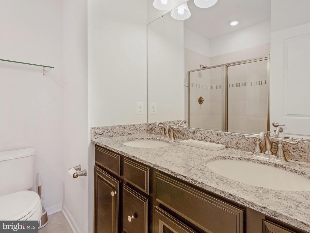 MASTER BATHROOM WITH 2 VANITIES - 3433 10TH PL SE, WASHINGTON