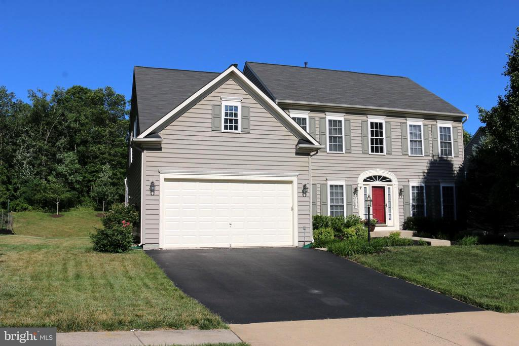 Wonderful home situated on heavily wooded street - 25578 MINDFUL CT, ALDIE