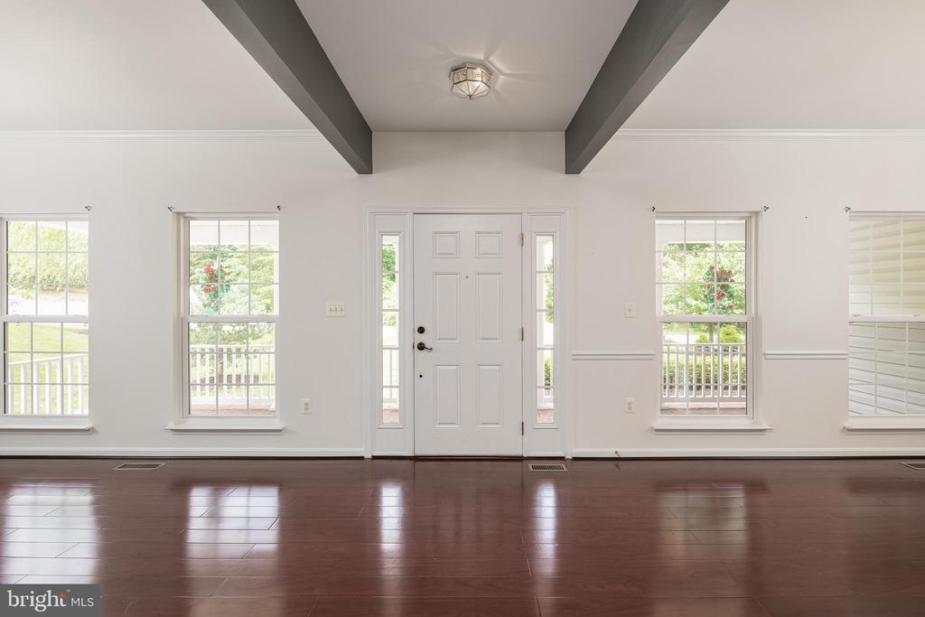 Welcome Home- What a Beautiful Entry! - 10905 HOWITZER DR, FREDERICKSBURG