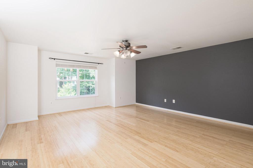 Huge Master Bedroom - 10905 HOWITZER DR, FREDERICKSBURG