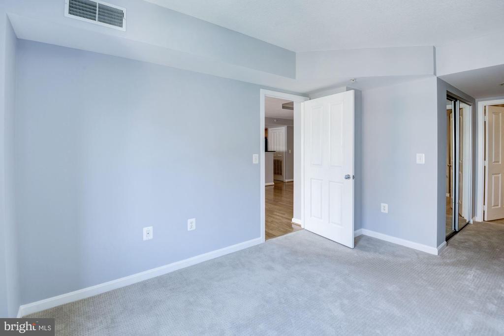 Bedroom 2 - 2220 FAIRFAX DR #708, ARLINGTON