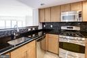 Granite, SS appliances, upgraded backsplash - 2220 FAIRFAX DR #708, ARLINGTON