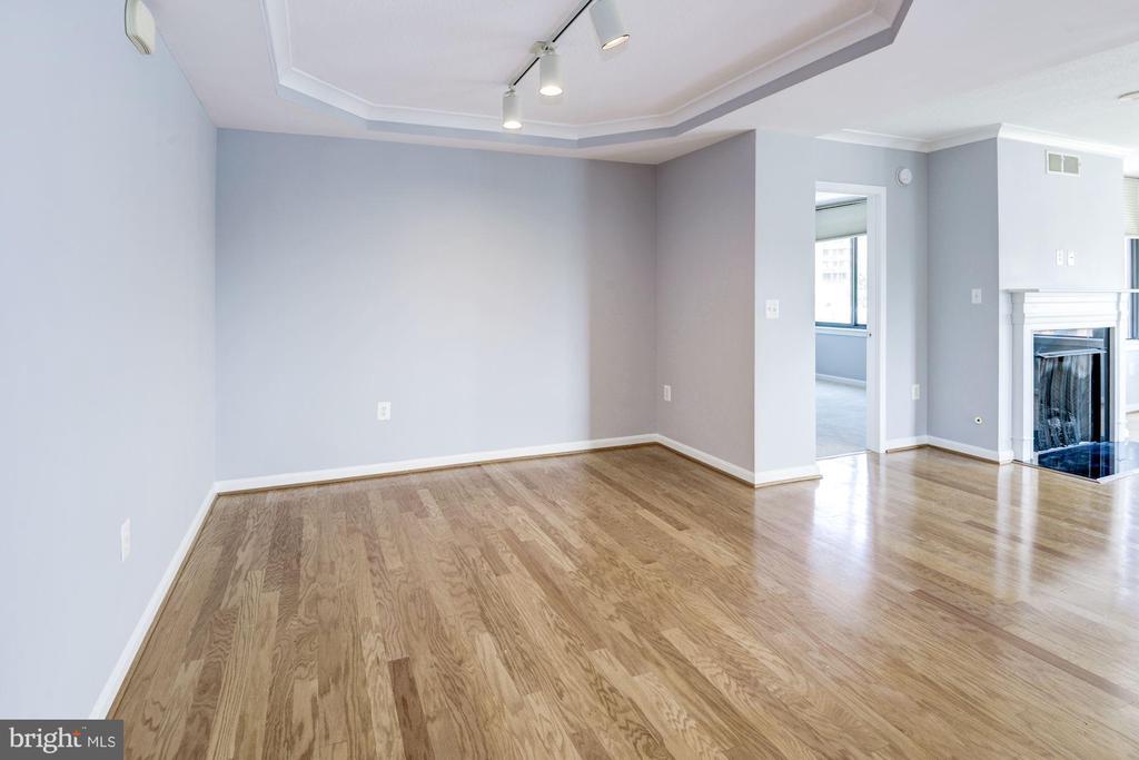 Separate spacious dining area - 2220 FAIRFAX DR #708, ARLINGTON