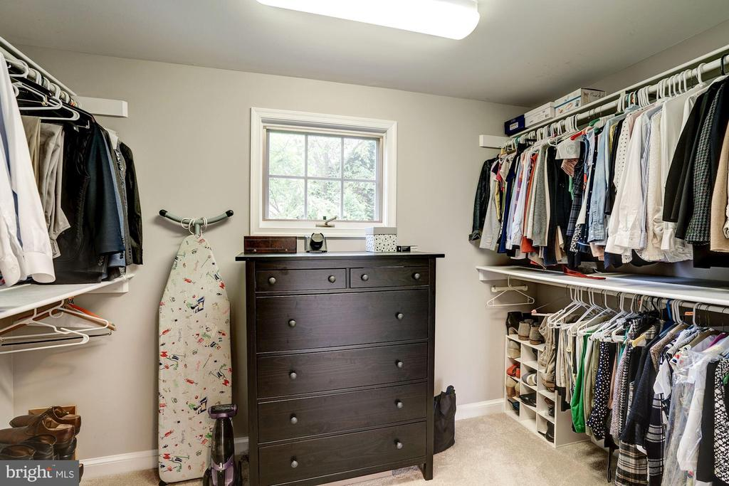 Walk-in Closet - 1710 N WAKEFIELD ST, ARLINGTON