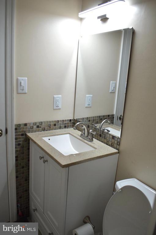 Bathroom #1 - 11827 BROCKMAN LN, GREAT FALLS