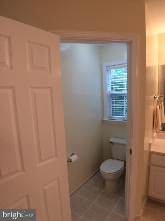 Master bath toilet has separate enclosure - 12302 HUNGERFORD MANOR CT, MONROVIA