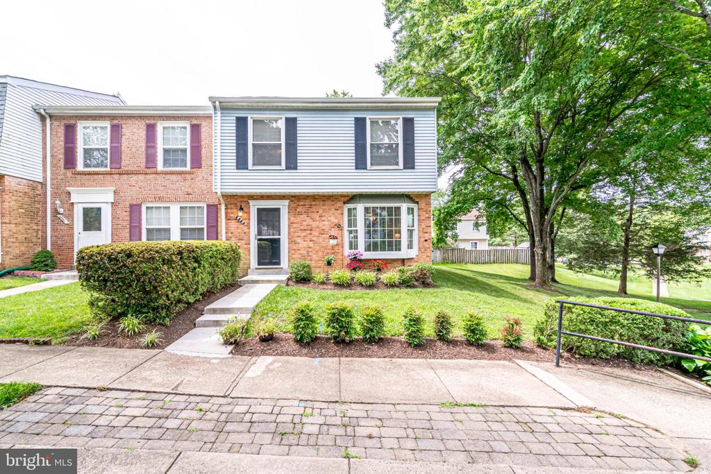 One of Kingstowne 4 Bedroom Homes for Sale at 6383  SILVER RIDGE CIRCLE