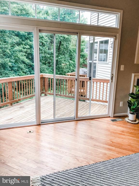 Deck (pre-stain) backs to Mature Treed Common Area - 43113 HUNTERS GREEN SQ, BROADLANDS