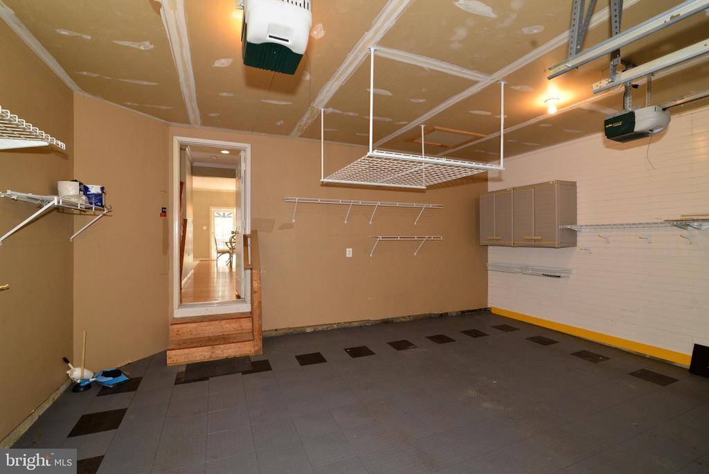 Custom garage floor and modular wall system - 607 NATHAN PL NE, LEESBURG