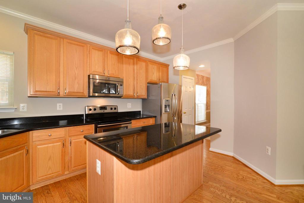 Newer upgraded  appliances. - 607 NATHAN PL NE, LEESBURG
