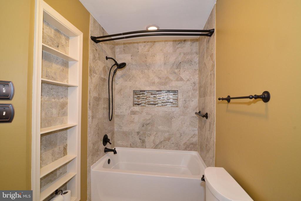 Master bath update shower - 607 NATHAN PL NE, LEESBURG
