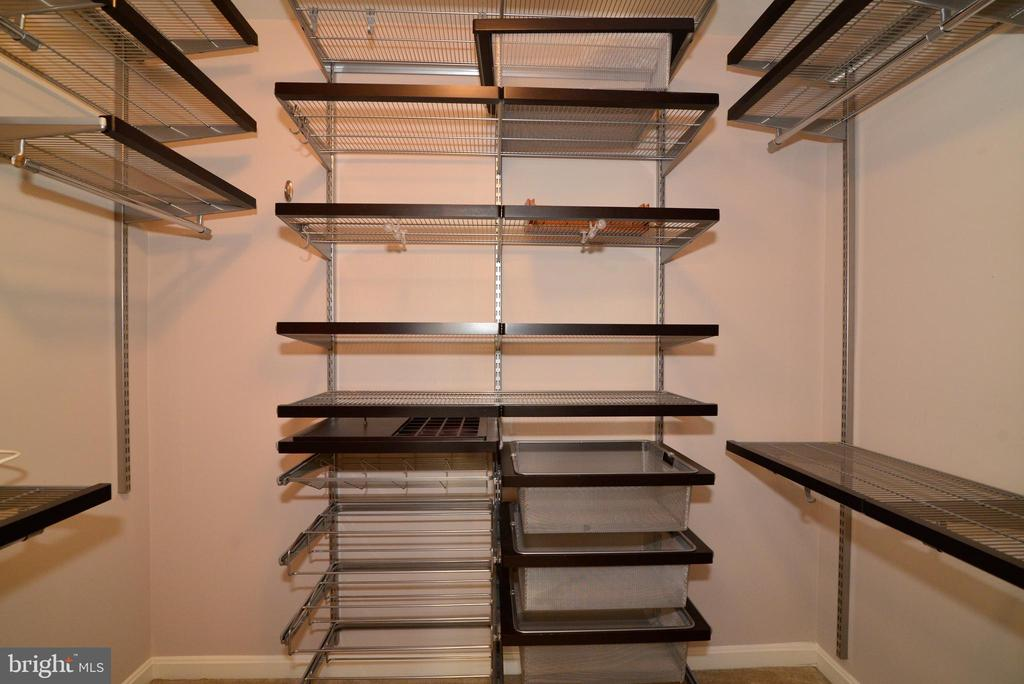 Master closet with built-ins. - 607 NATHAN PL NE, LEESBURG