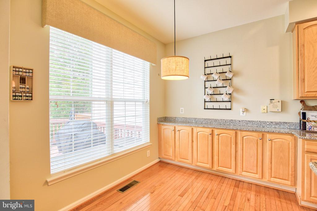 Breakfast nook  w/great cabinet space - 18309 MILL RIDGE TER, LEESBURG