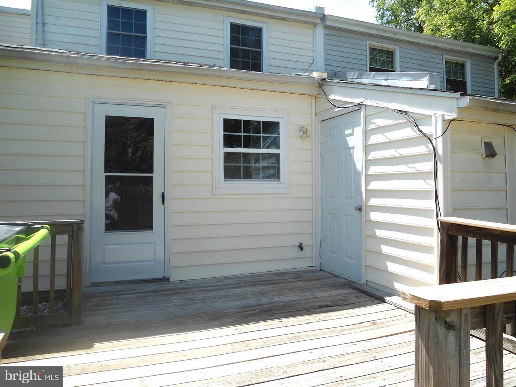 Rear deck and storage shed. - 3814 PORT HOPE PT, TRIANGLE