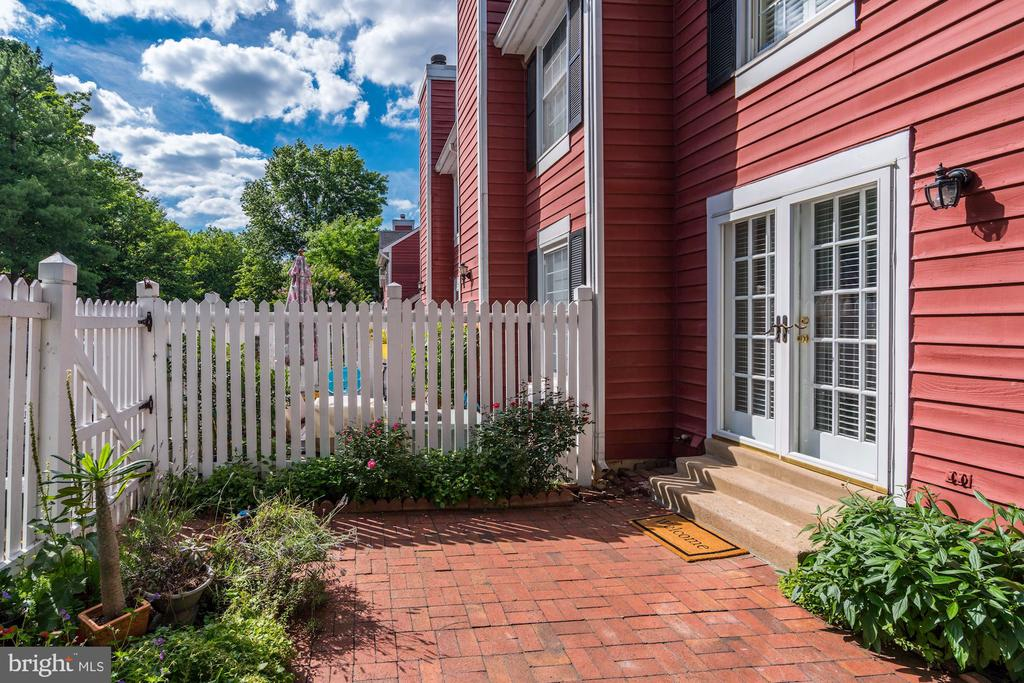 Perfect for hanging out on a nice day - 2817-D S WOODROW ST #124-8, ARLINGTON