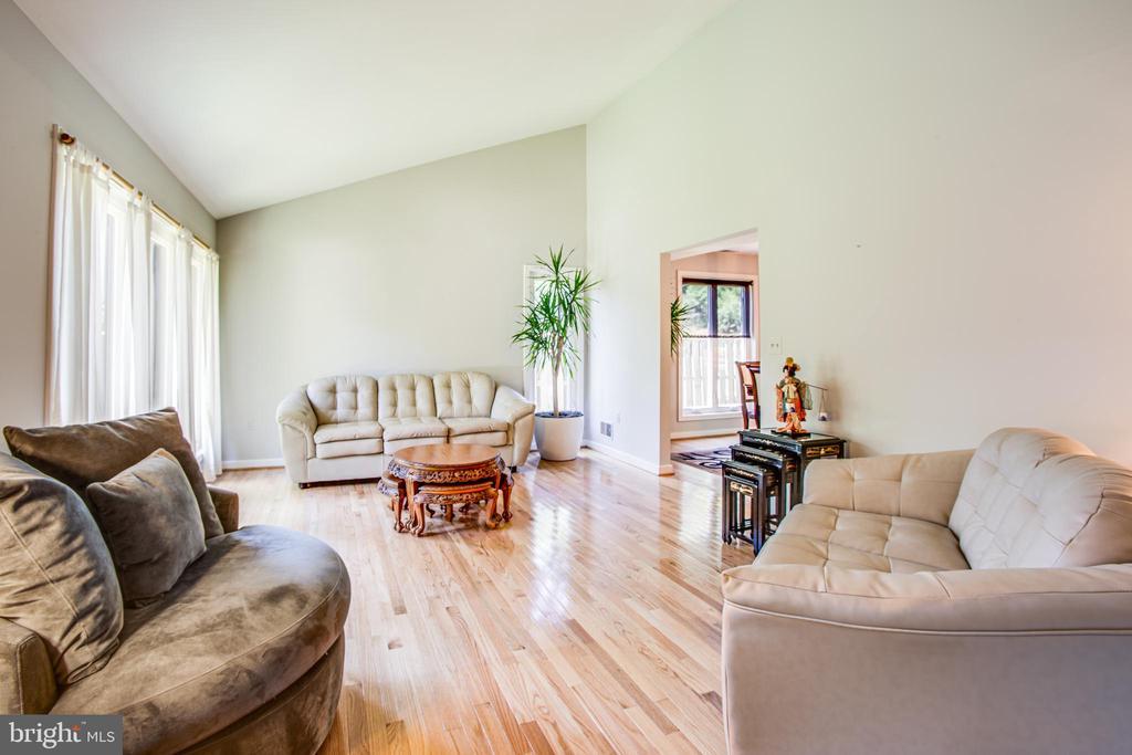 Formal Living room - 348 OAK TREE LN, STERLING