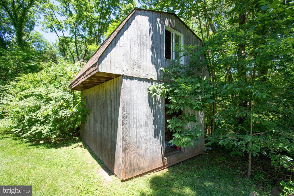 Storage barn - 348 OAK TREE LN, STERLING